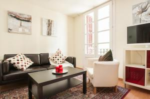 Three-Bedroom Apartment with Terrace - Muntaner 32