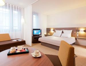 Novotel Suites Lille Europe, Hotel  Lille - big - 1