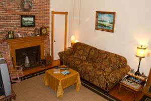 Historic Hill Inn, Bed and Breakfasts  Newport - big - 7