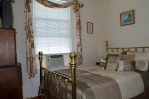 Historic Hill Inn, Bed and Breakfasts  Newport - big - 6