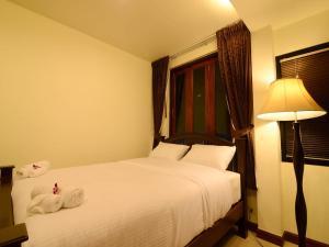 Dvoulůžkový pokoj typu Deluxe s manželskou postelí nebo oddělenými postelemi a výhledem na řeku