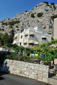 Apartment Apartments Villa WhiteHouse Omiš Croatia