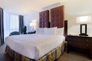 One-Bedroom Executive Corner Suite