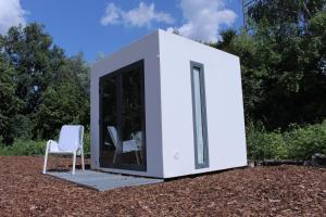 2er Cube with Shared Bathroom