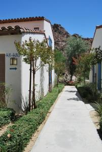Two Story Three-Bedroom Townhouse Unit 365 by Reynen Luxury Homes, Holiday homes  La Quinta - big - 47