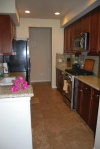 Two Story Three-Bedroom Townhouse Unit 365 by Reynen Luxury Homes, Holiday homes  La Quinta - big - 27