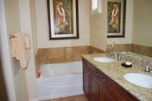 Two Story Three-Bedroom Townhouse Unit 365 by Reynen Luxury Homes, Holiday homes  La Quinta - big - 33