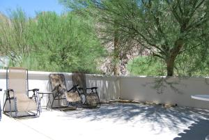 Two Story Three-Bedroom Townhouse Unit 365 by Reynen Luxury Homes, Holiday homes  La Quinta - big - 31
