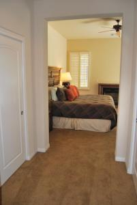 Two Story Three-Bedroom Townhouse Unit 365 by Reynen Luxury Homes, Holiday homes  La Quinta - big - 6