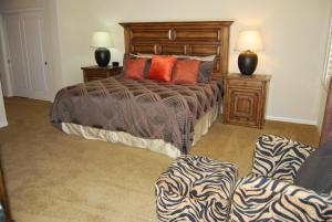 Two Story Three-Bedroom Townhouse Unit 365 by Reynen Luxury Homes, Holiday homes  La Quinta - big - 18