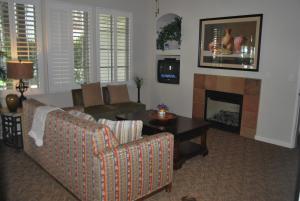 Three-Bedroom Ground Floor Villa Unit 394 by Reynen Luxury Homes, Holiday homes  La Quinta - big - 19
