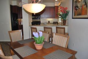 Three-Bedroom Ground Floor Villa Unit 394 by Reynen Luxury Homes, Holiday homes  La Quinta - big - 11
