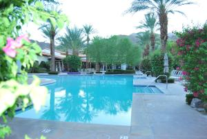 Two Story Three-Bedroom Townhouse Unit 365 by Reynen Luxury Homes, Holiday homes  La Quinta - big - 14