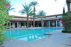 Two Story Three-Bedroom Townhouse Unit 365 by Reynen Luxury Homes, Holiday homes  La Quinta - big - 40