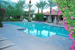 Two Story Three-Bedroom Townhouse Unit 365 by Reynen Luxury Homes, Holiday homes  La Quinta - big - 41