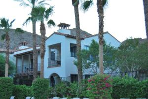 Two Story Three-Bedroom Townhouse Unit 365 by Reynen Luxury Homes, Holiday homes  La Quinta - big - 42