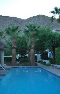 Two Story Three-Bedroom Townhouse Unit 365 by Reynen Luxury Homes, Holiday homes  La Quinta - big - 43