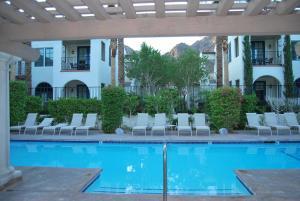 Three-Bedroom Ground Floor Villa Unit 394 by Reynen Luxury Homes, Holiday homes  La Quinta - big - 21