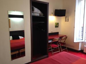 2 Adjacent Rooms