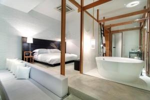 Dvoulůžkový pokoj Deluxe s manželskou postelí nebo oddělenými postelemi a výhledem na řeku