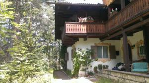B&B Villa Dolomites Hut, Bed & Breakfast  San Vigilio Di Marebbe - big - 1
