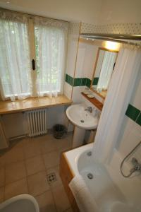 B&B Villa Dolomites Hut, Bed & Breakfast  San Vigilio Di Marebbe - big - 17