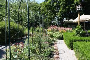Schoolmaster's House Bed & Breakfast, Bed and Breakfasts  Niagara on the Lake - big - 39