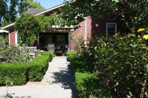 Schoolmaster's House Bed & Breakfast, Bed and Breakfasts  Niagara on the Lake - big - 38