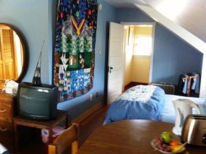 Kamer met 2 Queensize Bedden en Gedeelde Badkamer
