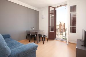 Three-Bedroom Apartment (Exterior-facing)