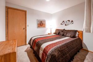 Two-Bedroom Marina Place Condo with Loft, Ferienwohnungen  Dillon - big - 5