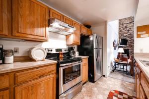 Two-Bedroom Marina Place Condo with Loft, Ferienwohnungen  Dillon - big - 14