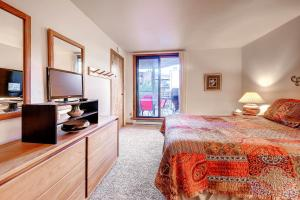 Two-Bedroom Marina Place Condo with Loft, Ferienwohnungen  Dillon - big - 19