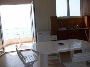Magic Ionian Apartments & Rooms, Affittacamere  Himare - big - 4