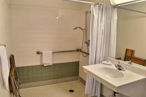 Double Room with Roll-In Shower