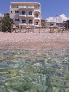 Magic Ionian Apartments & Rooms, Affittacamere  Himare - big - 1