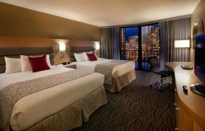 Executive Queen Room with Two Queen Beds with City View