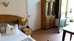 EUT-IN Hotel Alte Straßenmeisterei, Guest houses  Eutin - big - 27