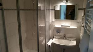 EUT-IN Hotel Alte Straßenmeisterei, Guest houses  Eutin - big - 28