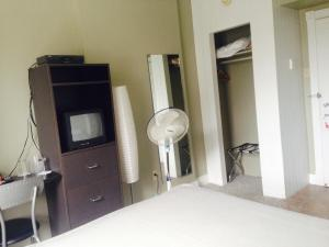 Double Room with Shower and Shared Restroom
