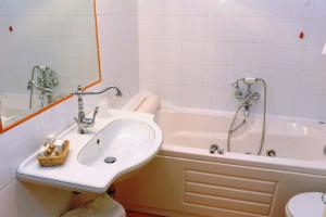 Hotel Urbano V, Hotel  Montefiascone - big - 9