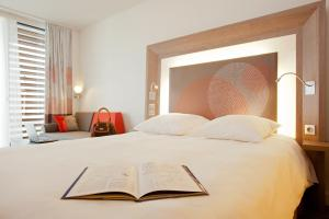 Rom Superior med queen-size-seng og sofa