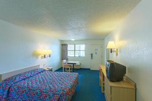 标准大号床间 - 无障碍淋浴 - 可供残疾人入住