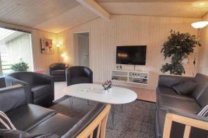 Holiday home Følfodvej G- 1187, Holiday homes  Bøtø By - big - 21