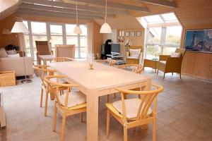 Holiday home Fyrmarken H- 1276, Holiday homes  Nørre Lyngvig - big - 21