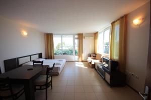 Menada Esperanto Apartments, Apartmány  Slunečné pobřeží - big - 36