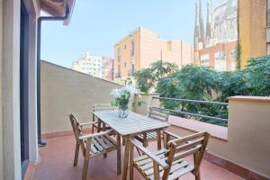 Two-Bedroom Apartment with Terrace - Atic