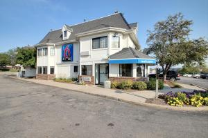 Motel 6 Milwaukee West - Brookfield, Отели  Brookfield - big - 1
