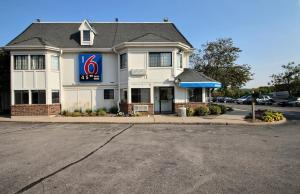 Motel 6 Milwaukee West - Brookfield, Отели  Brookfield - big - 44