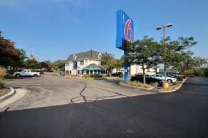 Motel 6 Milwaukee West - Brookfield, Отели  Brookfield - big - 50
